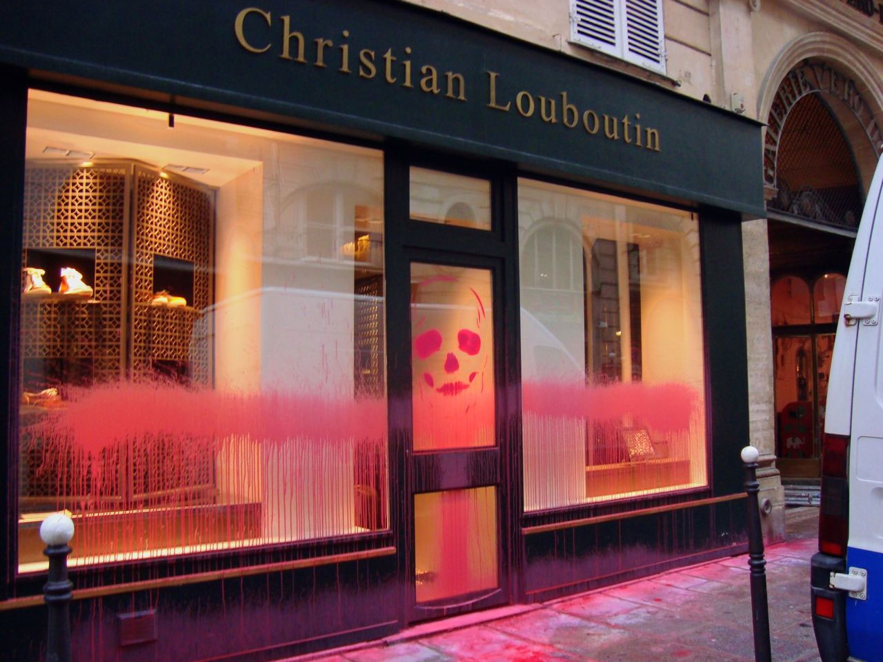 Kidult-x-Christian-Louboutin-Graffiti-Magasin-1